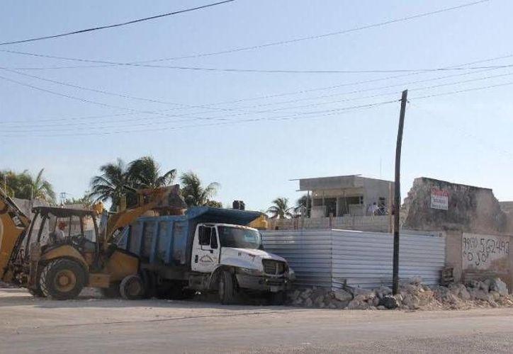 Tras varios contratiempos vuelven a avanzar los trabajos de construcción de una gasolinera en la calle 31 entre 108 de la colonia Juan Montalvo, en Progreso. (Milenio Novedades)