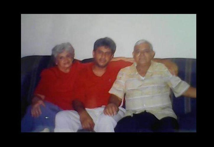 La última vez que Gonzalo Rivas vio a sus padres, Clitia y Gonzalo, fue en enero de 2011, un año antes de morir.  (Cortesía)
