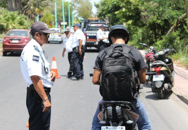 De acuerdo con el Inegi, los policías más temidos en Quintana Roo son los de Tránsito. (Daniel Tejada/SIPSE)