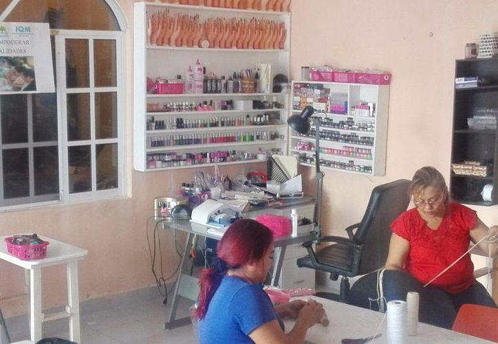 El IQM en Cozumel, inauguró el taller de capacitación de elaboración de bolsas de macramé. (Redacción/SIPSE).