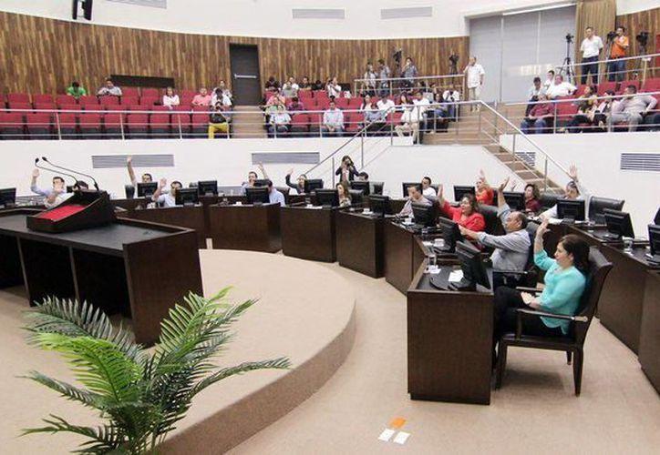 Imagen de la sesión plenaria de este martes, donde los diputados autorizaron la donación de 18 bienes inmuebles de Progreso. (Milenio Novedades)