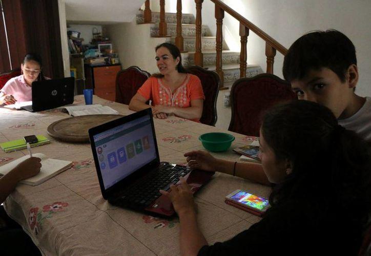 La familia Quezada Alonzo es un ejemplo de que poco a poco el método del 'homeschooling' se convierte en una alternativa educativa en Yucatán. (Milenio Novedades)