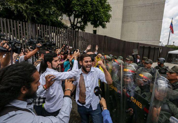 Protesta en la sede del Tribunal Supremo de Justicia de Venezuela  (Foto: Xinhua)
