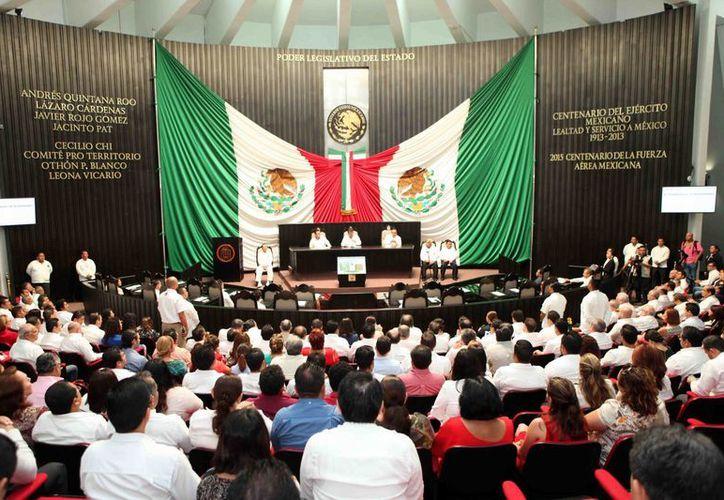 El gobernador de Quintana Roo, Roberto Borge, asistió a la sesión solemne. (Redacción/SIPSE)