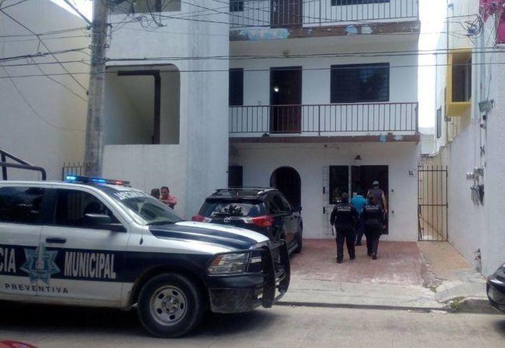 Elementos policíacos acudieron de inmediato a las instalaciones de una casa de cambio. (Redacción/SIPSE)