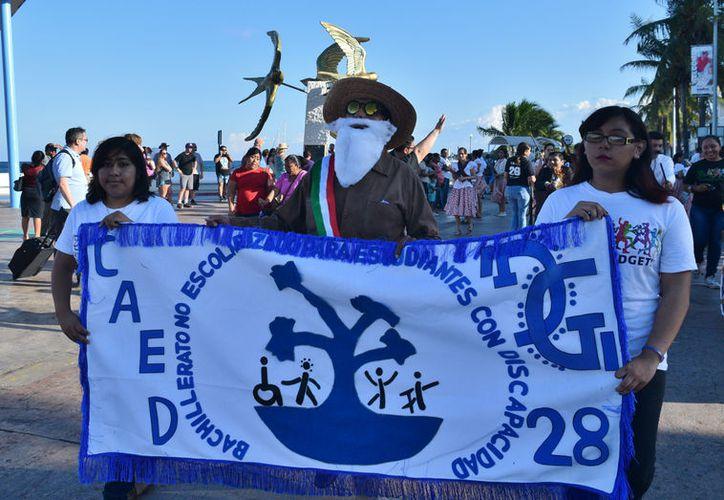 Alumnos y profesores del CAED por segundo año consecutivo participan en el desfile. (Foto: Gustavo Villegas/SIPSE)
