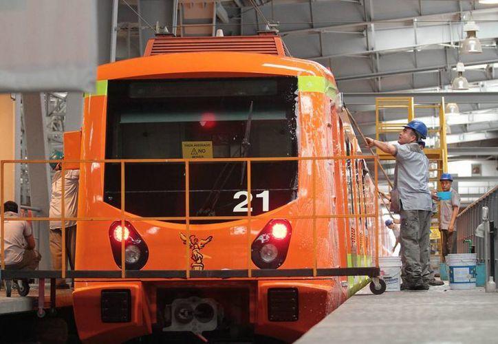 Las autoridades del Metro iniciaron el mantenimiento preventivo de las rieles. (Archivo/Notimex)
