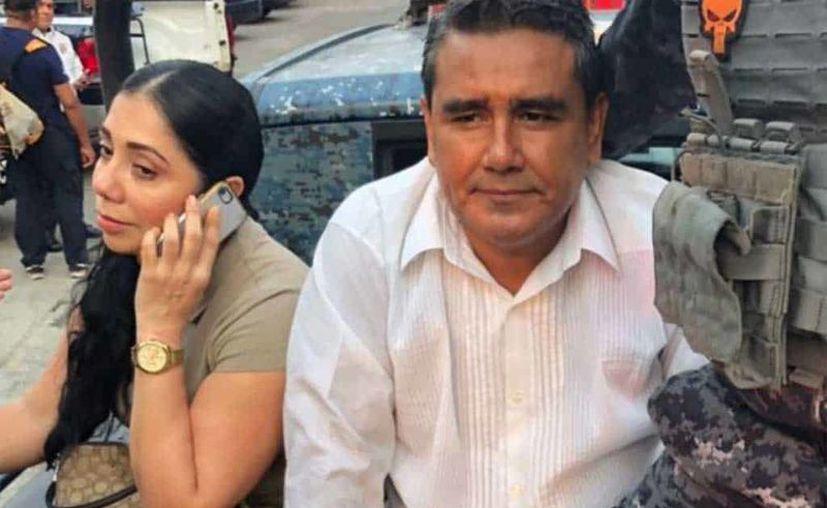 El aspirante a la alcaldía de Acapulco fue arrestado junto a su esposa por haber dañado unos parquímetros que fueron colocados en el puerto. (Foto: Twiiter)