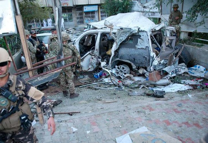 Un atentado en Kabul, Afganistán, contra efectivos de la OTAN dejó como saldo 12 muertos. (AP)