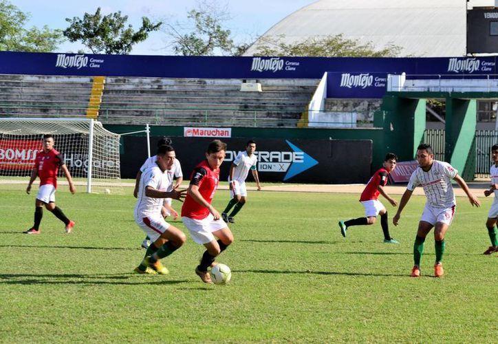 FC Itzaes doblegaron 3-2 a los Zapateros de Ticul, mientras Halcones de la SSP golearon a las Estrellas del Sur. La foto pertenece a un partido del equipo Itzaes. (Milenio Novedades)
