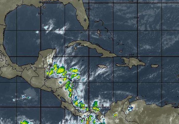 En la Península de Yucatán se prevé cielo nublado, 60% de probabilidad de tormentas fuertes en Quintana Roo. (Intellicast)