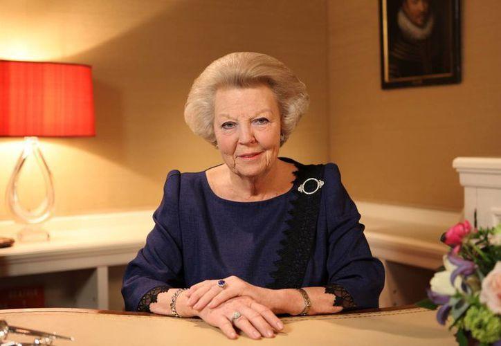 La reina holandesa Beatriz lleva 30 años de ser cabeza de Estado. (Agencias)