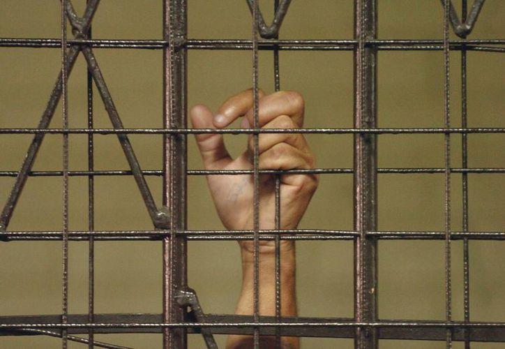 La encuesta indicó que el 74 % de los que apoyan la medida quieren implementarla para cualquier tipo de crimen. (EFE/Archivo)