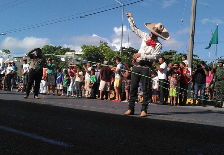 Se contempló que el desfile se dividiera en varios bloques. (Pedro Olive/SIPSE)