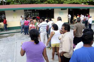 Viven fiesta cívica en Quintana Roo