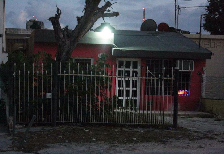 Vecinos reportan que en las regiones 93 y 94 abundan las casas de cita. (Tomás Álvarez/SIPSE)