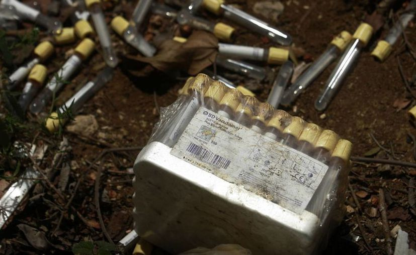 Los materiales localizados corresponden a tubos recolectores de muestras de sangre. (Jorge Carrillo/SIPSE)