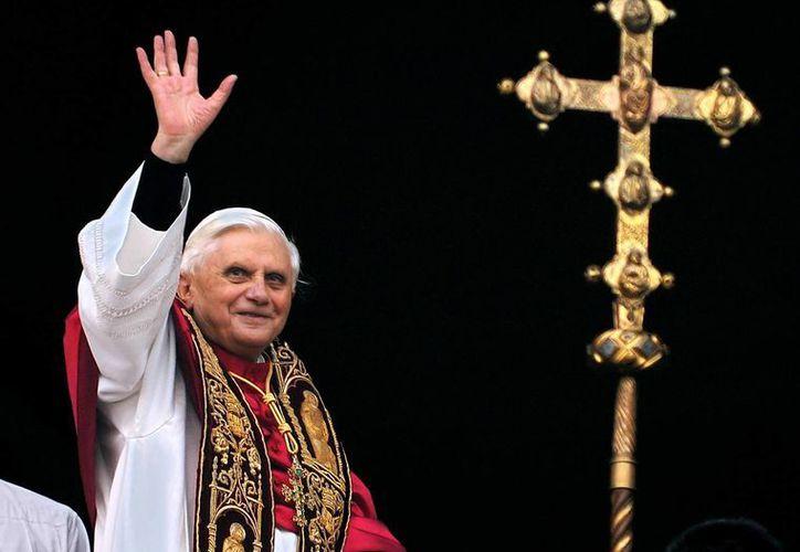 Hoy día, las jornadas del Papa emérito se dividen entre plegarias, lecturas, pequeños paseos y música. (Archivo/AP)