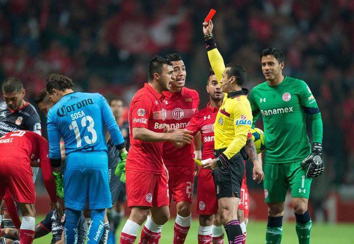 Codesal afirmó que los árbitros son el representante legal de la federación adentro de la cancha. Imagen de contexto. (Javier Ramírez/Mexsport)