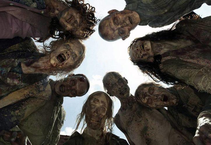 En EU estudiantes de enfermería tienen que aplicar las teorías y modelos de salud pública que han aprendido en el curso en una serie de escenarios creativos, que incluyen a zombies. (revistaxy.com)
