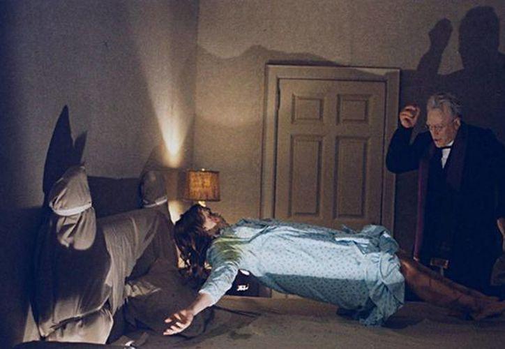 La actriz Linda Blair encarnando a Regan, la niña poseída en 'El exorcista'. (parallax-view.org)