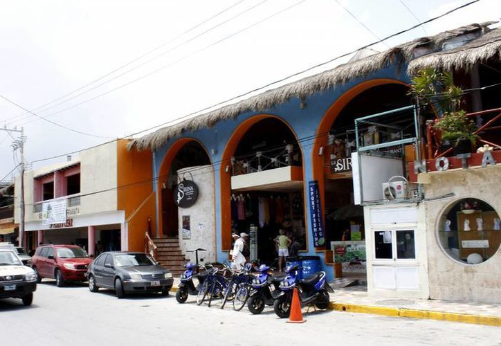 El centro del puerto alberga 40 centros de hospedaje pequeños. (Francisco Gálvez/SIPSE)