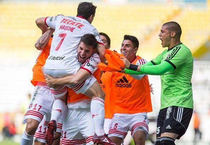 Jugadores de Tijuana celebra el gol del triunfo. (Twitter/@XolosOficial)