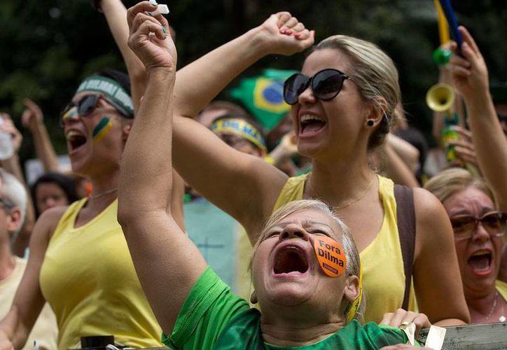 Miles de ciudadanos tomaron las calles en diferentes ciudades de Brasil para protestar contra el Gobierno. (AP)