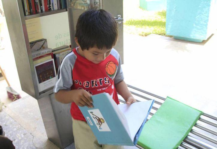 El fomento a la lectura en niños y jóvenes es una de las funciones que realiza la Secretaría de Educación y Cultura de Quintana Roo. (Harold Alcocer/SIPSE)