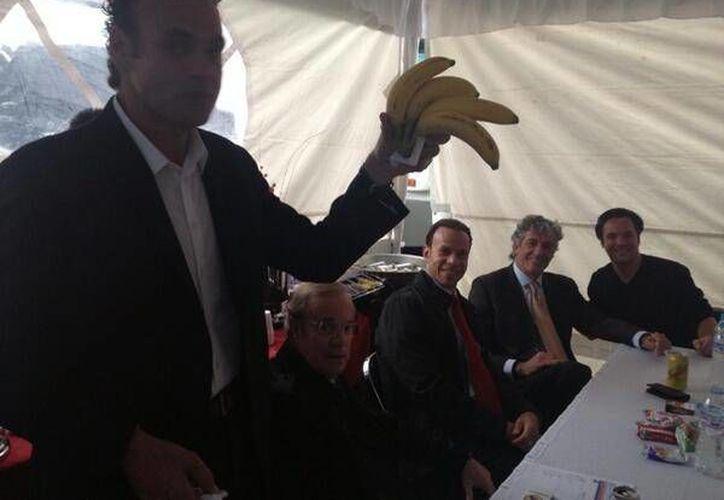 Esta es la foto publicada por Juan Pablo Fernández en Twitter la que desató las acusaciones contra Faitelson. (@JuanPabloFdz)