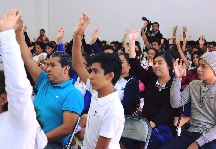 Los estudiantes debatieron sobre el programa de recoja de basura en el municipio. (Foto: Redacción)