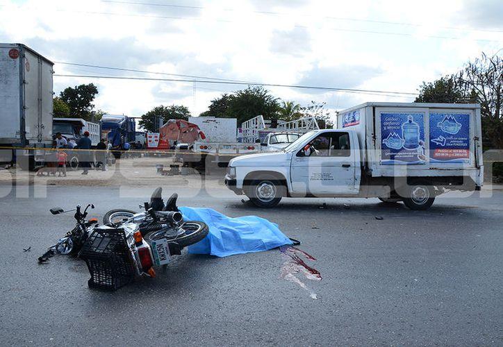 El cuerpo quedó tendido en la vía. (Victoria González/SIPSE)