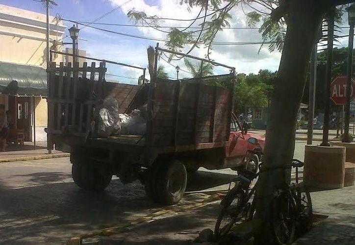 Restauranteros pagan hasta 20 pesos por bolsa de desperdicios a los concesionarios de la basura. (Manuel Pool/SIPSE)
