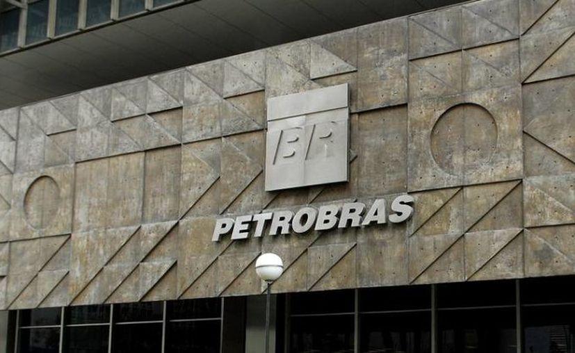El escándalo en Petrobras ha causado la detención de 27 personas, entre ellas exdirectores de la paraestatal. (imguol.com)