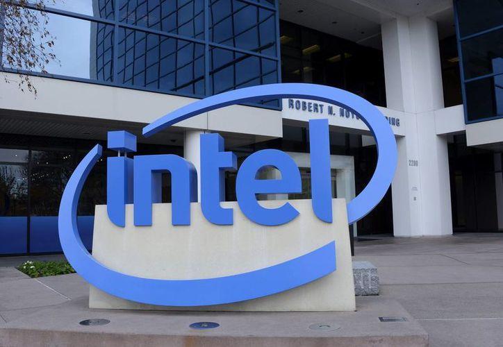 Intel realizó el anuncio tras la publicación de sus resultados del primer trimestre, en los que registró beneficios de 2 mil 050 millones de dólares. (EFE/Archivo)