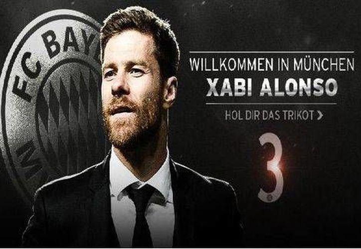 El club Bayern Munich dio la bienvenida a su nuevo refuerzo, Xabi Alonso, a través de la página oficial del club en internet. (fcbayern.de)