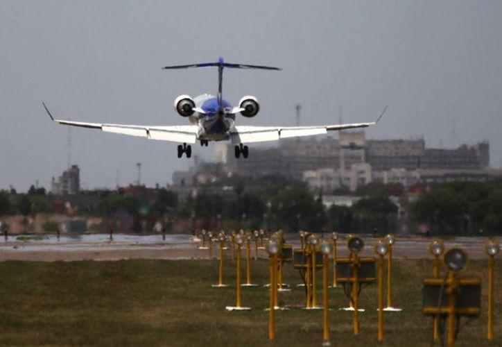 La compañía estatal despidió al piloto y al copiloto de la aeronave e inició acciones penales contra ellos y contra Xipolitakis por haber puesto en riesgo la seguridad de un vuelo, un delito penado con hasta ocho años de cárcel. (EFE/Archivo)