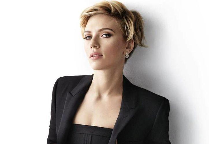 Scarlett Johanson pronto regresara a las pantallas del mundo con la cinta 'Captain America: Civil War'. (Imágenes/ Cosmopolitan)