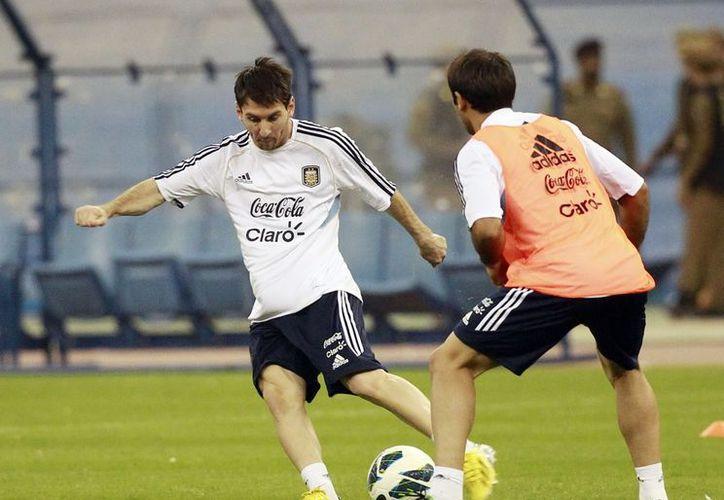 Según publica la agencia noticiosa, Messi recibió 139 puntos, 'Chicharito' Hernández 98 y Fabio Quagliarella, 67. (Agencias)