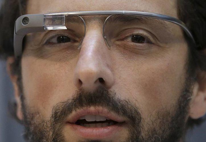 Sergey Brin, cofundador de Google, con las gafas Google Glass puestas durante un acto público en la Universidad de California en San Francisco. (Agencias)