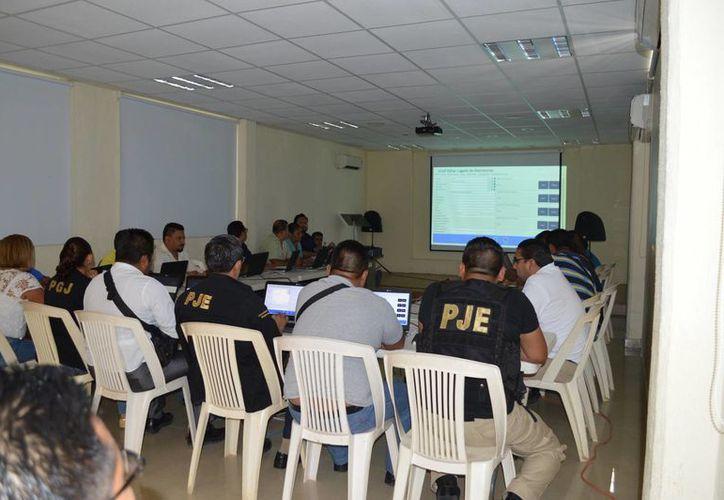 Intensifican la capacitación de los agentes en Cancún. (Eric Galindo/SIPSE)