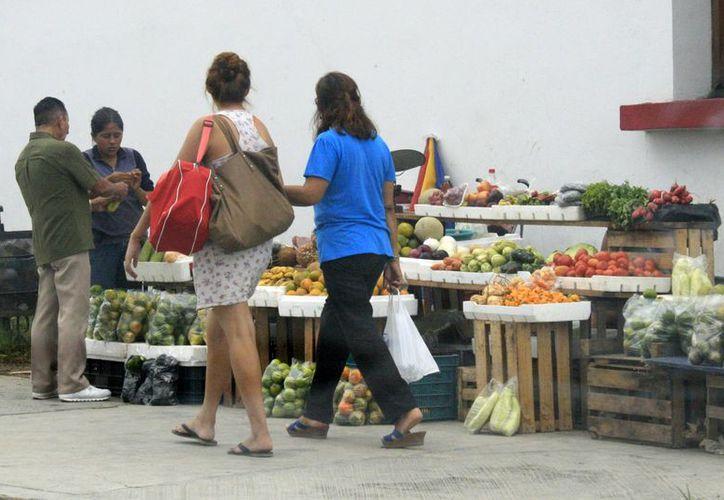 En el mes de septiembre los productos agrícolas con mayor demanda fueron el jitomate, el frijol y la papa. (Harold Alcocer/SIPSE)