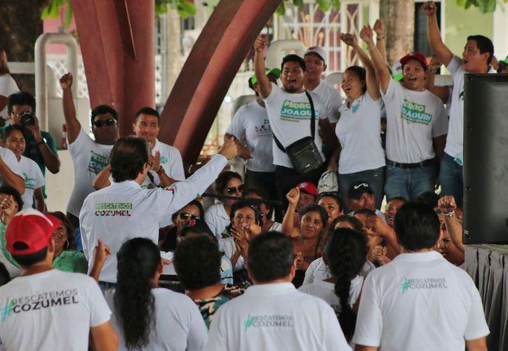 Uno de los candidatos es el priísta Pedro Joaquín Delbouis, quien busca la alcaldía de Cozumel. (Gustavo Villegas/SIPSE)