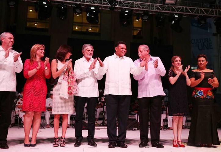 El gobernador Rolando Zapata (c) acudió a la inauguración del Festival Internacional Tamaulipas (FIT) 2014. (Cortesía)