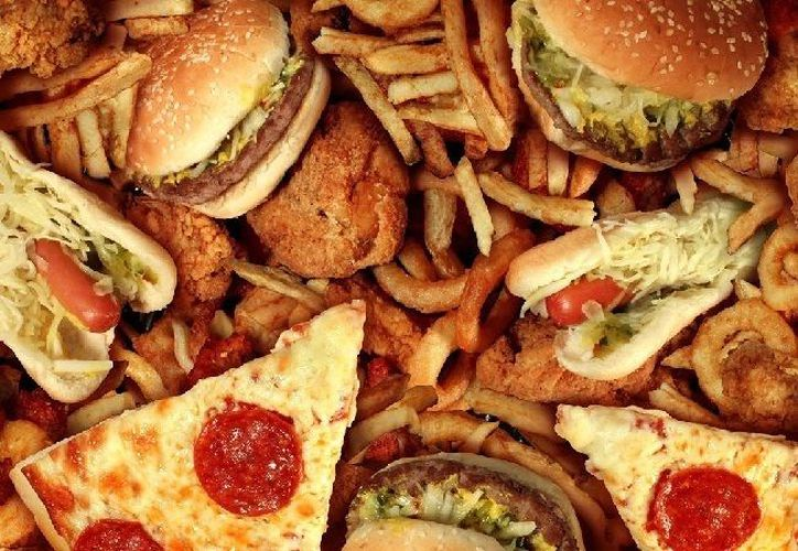 La belleza de la comida rápida es que la preparan rápido, te llena y es barata. (Contexto/Internet).