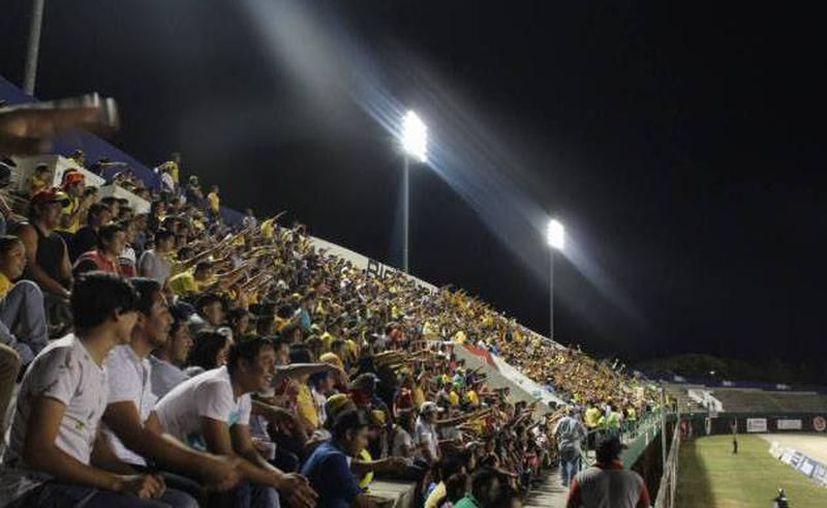 Este martes el estadio Carlos Iturralde Rivero cumple 30 años siendo uno de los 'templos' del deporte en Yucatán. (Imágenes: SIPSE)
