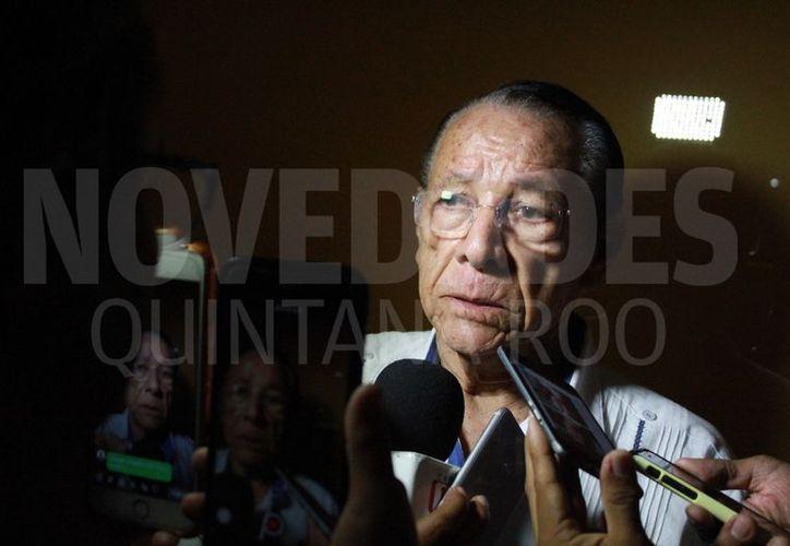 El presidente municipal de Othón P. Blanco, Hernán Pastrana Pastrana, confirmó que solicitará licencia para someterse a estudios médicos. (Sergio Orozco/SIPSE)