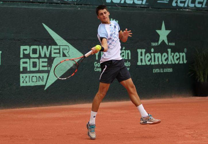 Este martes en la segunda ronda de la Copa Mundial Yucatán de tenis, el israelita Yshai Oliel dio la gran sorpresa al eliminar al segundo sembrado del torneo, el argentino Manuel Peña López. (SIPSE)