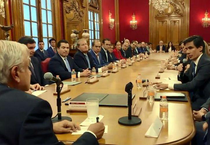 """""""Esta operación demuestra nuestra confianza en la administración actual de Pemex y el Gobierno federal"""", sostuvieron. (Foto: Reforma)"""