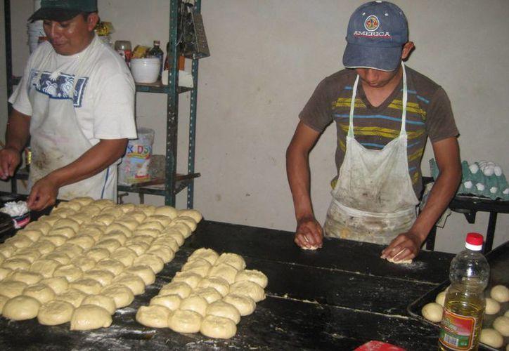 En épocas de lluvia y frío es cuando la demanda de pan dulce incrementa notablemente. (Javier Ortiz/SIPSE)